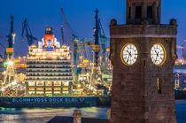 Hamburg Queen Elizabeth an den Landungsbrücken V von elbvue