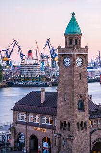 Hamburg Queen Elizabeth an den Landungsbrücken VI by elbvue