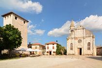 Kirche Maria Verkündung von Svetvincenat und der Turm des Kastells, Istrien, Kroatien von Mark Gassner