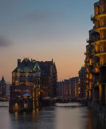 Speicherstadt Hamburg in der Dämmerung by Thomas Ulbricht