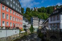 Rotes Haus und Burgruine Haller in Monschau von Frank Landsberg