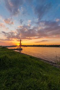 Sonnenuntergang an der Elbe von Jan Adenbeck
