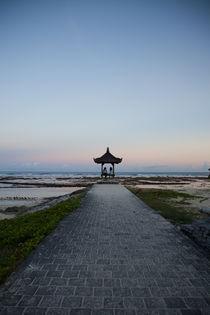 Pagoda, Pandawa Beach von Tasha Komery