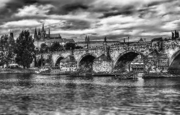 Charles-bridge-and-st-vitus-cathedral