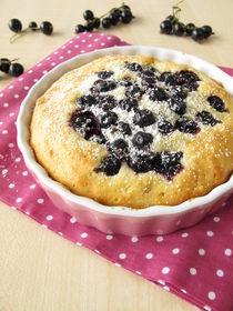 Kuchen mit schwarzen Johannisbeeren und Puderzucker by Heike Rau