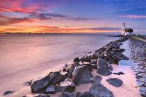 The lighthouse of Marken in The Netherlands at sunrise von Sara Winter