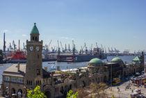 Blick auf die Hamburger Landungsbrücken von ta-views