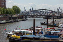 Barkassen im Hamburger Hafen by ta-views