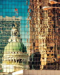 St. Louis's Old Courthouse Reflected von Jon Woodhams