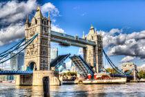 Tower Bridge and the Waverley by David Pyatt