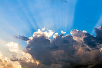 Clouds In The Blue Sky and Sun Rays von moonbloom