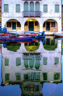 Spiegelbild in Chioggia, Venetien von Klaus Rünagel