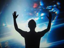 Man silhouette hands up space von Kirsty Lee