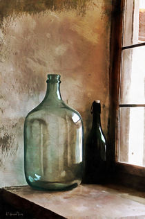 Bottle in the side light. von Wolfgang Pfensig