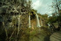 Plitvice waterfall  by Rob Hawkins