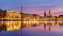 Hamburg - Binnenalster am Abend by Frank  Jeßen