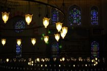 Lichterspiel in der Blauen Moschee (Istanbul) by ann-foto