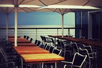 Café am Meer von Manuela Trost