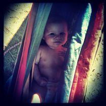 Säugling ruht in Hängematte von flo reichART