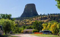 Camping Under The Shadow Of Devils Tower von John Bailey