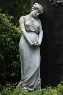 Weisse Grabfigur von andreasrumpf