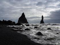 Zwei Felsen im Meer von Christine Baumgartner