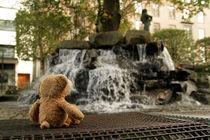 An einem Wasserspiel in Bergen von Olga Sander