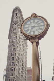 New York City Flatiron with clock von Franziska Molina