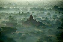 Ballon im Morgendunst über Bagan, Myanmar - Hotair Balloon von marie schleich