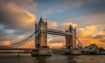 Sonnenuntergang an der Tower-Bridge by Martin Büchler