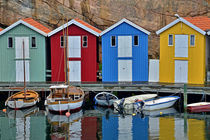 bunte Bootshäuser in Bohuslän - Schweden by Peter Bergmann