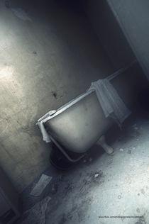 The abandoned bath. von lostbutnotforgotten
