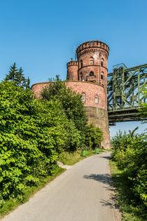 Mainzer Südbrücke-Brückenturm by Erhard Hess