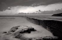Porthleven in Cornwall - monotone von Pete Hemington