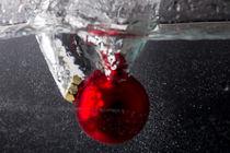 Christmas ball splash 02 by Daniele Ferrari