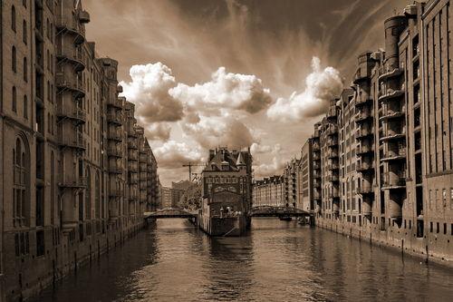 Hamburg-1965-sepia