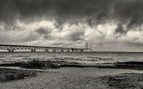 The Mackinac Bridge B W von John Bailey