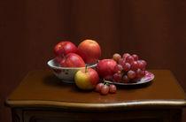 'Still life with apples and grapes' von Anatoliy Spiridonov