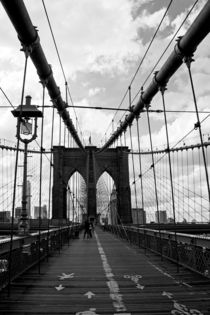 new york city ... crossing brooklyn bridge von meleah