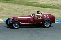 Red Alfa Romero Tipo historic racecar von James Menges
