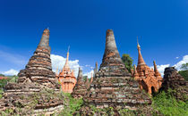 'sunken' stupas of Sagar, Inle Lake, Myanmar von kytefoto