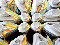 Tassen mit Servietten verzerrt verfremdet von Martin Müller