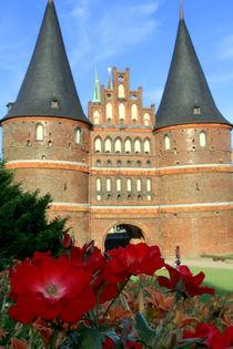 Blumen vorm Holstentor by fotowelt-luebeck