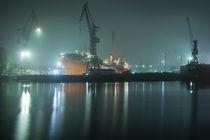 Petrojarl Banff bei Nebel im Dock von Moritz Wicklein