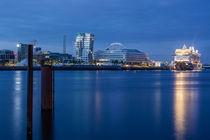 Mein Schiff 3 in der Hafen City by Moritz Wicklein