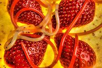 Erdbeeren mit molekularen Erdbeer - und Kiwispaghetti auf Kiwi von Marc Heiligenstein