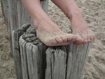Die Füße am Strand hochlegen von Dörthe Huth