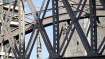 Brückenkonstruktion  by Peter Norden