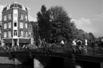 Canal Bridge In Amsterdam von Aidan Moran