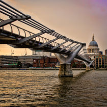 Millennium Bridge to St Pauls by Heather Applegate